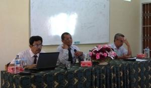 Dari kiri ke kanan; Ketua RIP Untad, Ketua Lemlit Untad, dan sekretaris Lemlit Untad