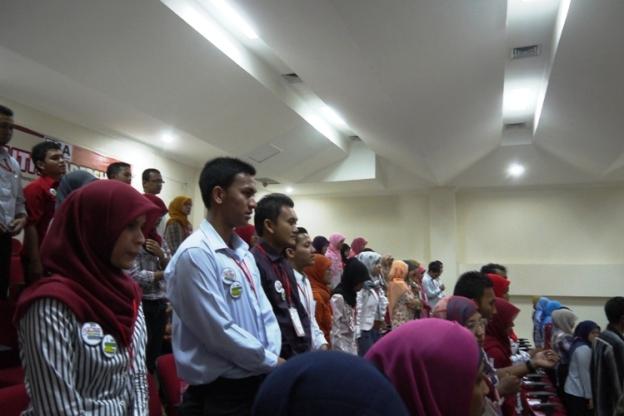 Nyanyi bareng 100 peserta YLC 2012
