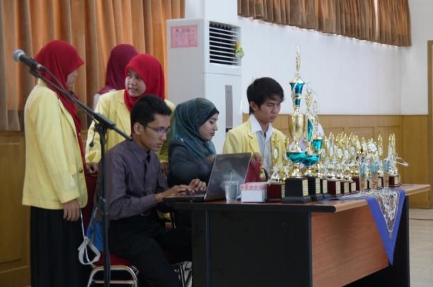 Sibuknya ketupat ppipm fair :-D @Seminar