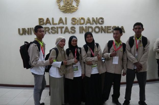 Utusan asal Sulawesi Tengah. Dari Kiri ke kanan; Agung, Puji, (saya lupa), Oriza, Satrio. Firman