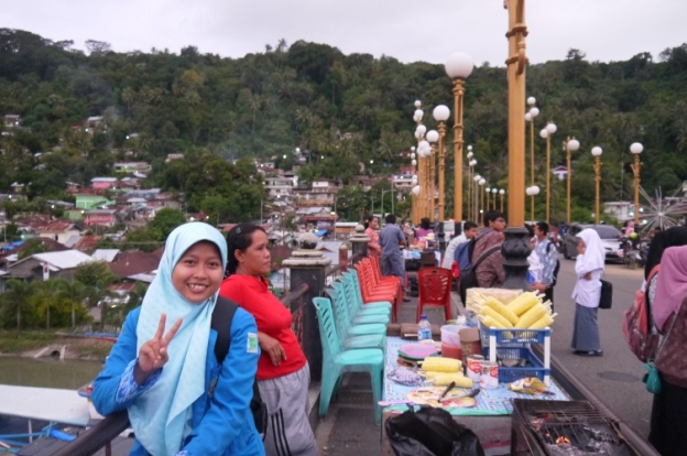 Kala itu di atas jembatan Siti Nurbaya ;-) ;-)
