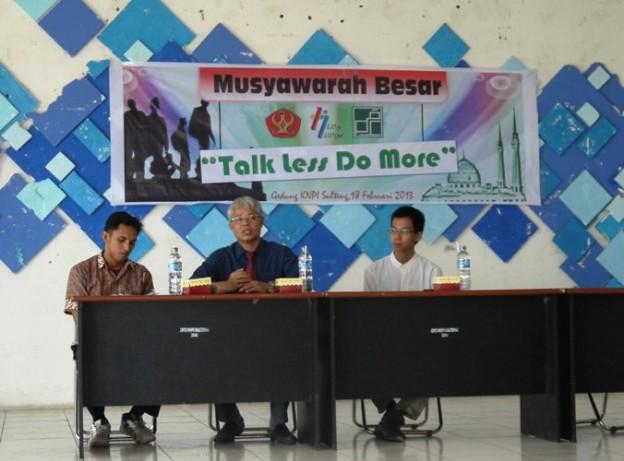 Mubes secara resmi dibuka Oleh Wakil Rektor Bidang Kemahasiswaan Untad; Asmadi Weri, SH, MH.