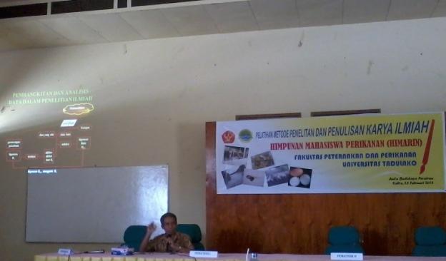 Dr. Ir. A. Masyahoro Paello, M.Si sedang memaparkan materi tentang perancangan percobaan. Wuihh mesti kuat statistik :-D