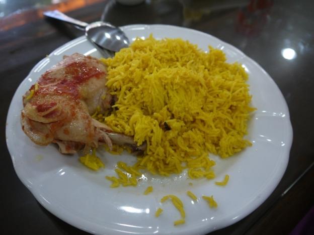 Menu makan siang. Makan nasi kuning briyani. Ini setengah porsi loh..