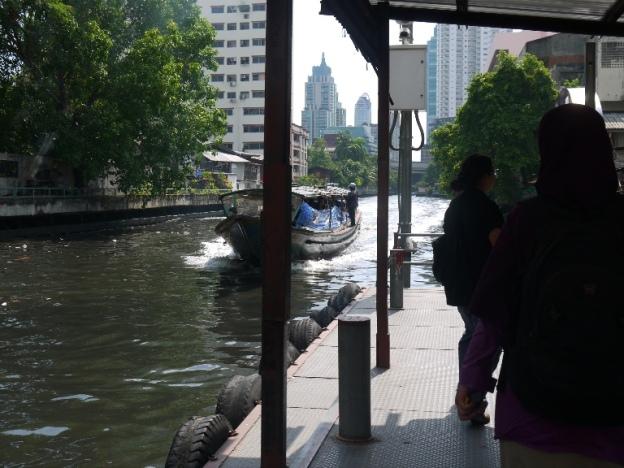 Menanti Boat lewat