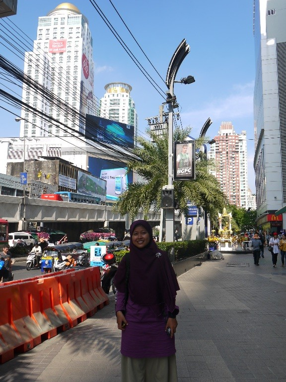 We arrived at Mall... Rameee banget sepanjang 1 km ini