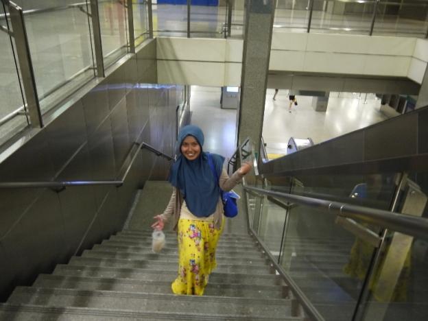 di sekitar MRT